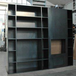 Libreria in lamiera nera